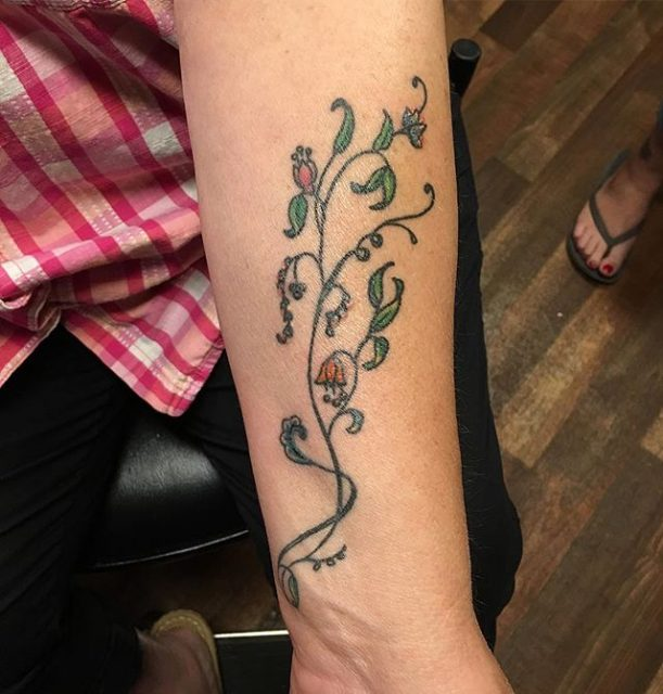 Healed tattoo #smallflowertattoo #tattooedlady #delicatetattoo #flowertattoo #healedtattoo #momswithtattoos #tinytattoo #tattoobliss #mackenziestattoo