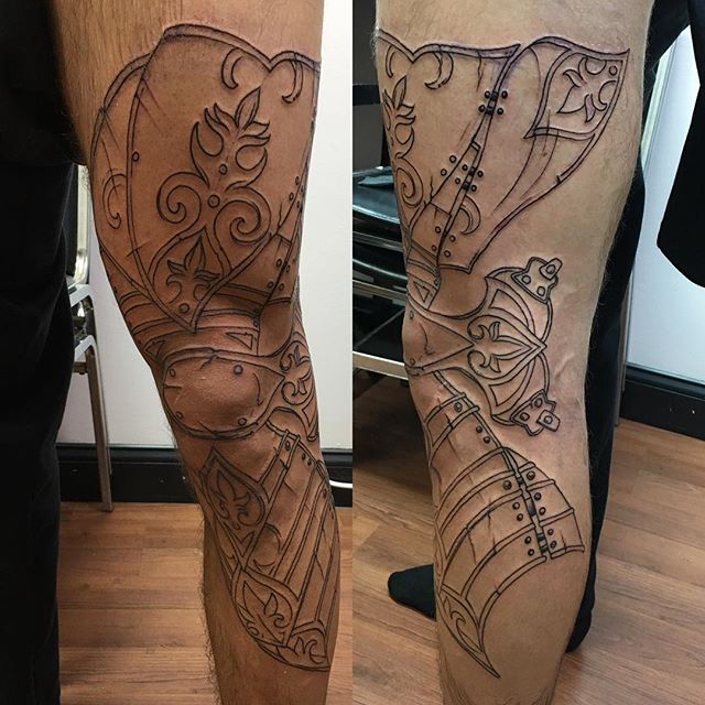 Outlined #legarmor #armortattoo #kneetattoo #kneehinge #outlinesession #tattoobliss #firstsession #armorplated