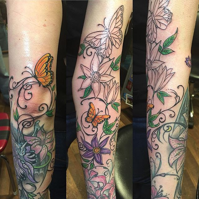Climbing clematis, add on to existing work #vinetattoo #butterflytattoo #botanicaltattoos #flowertattoos #prettytattoo #firstsession #armtattoo #tattooedgirl #tattoobliss