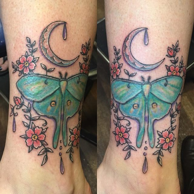 Added some background to this #lunamoth #mothtattoo #moontattoos #flowertattoo #cutetattoo #prettytattoos #jewelerytattoo #colortattoo #tattoobliss