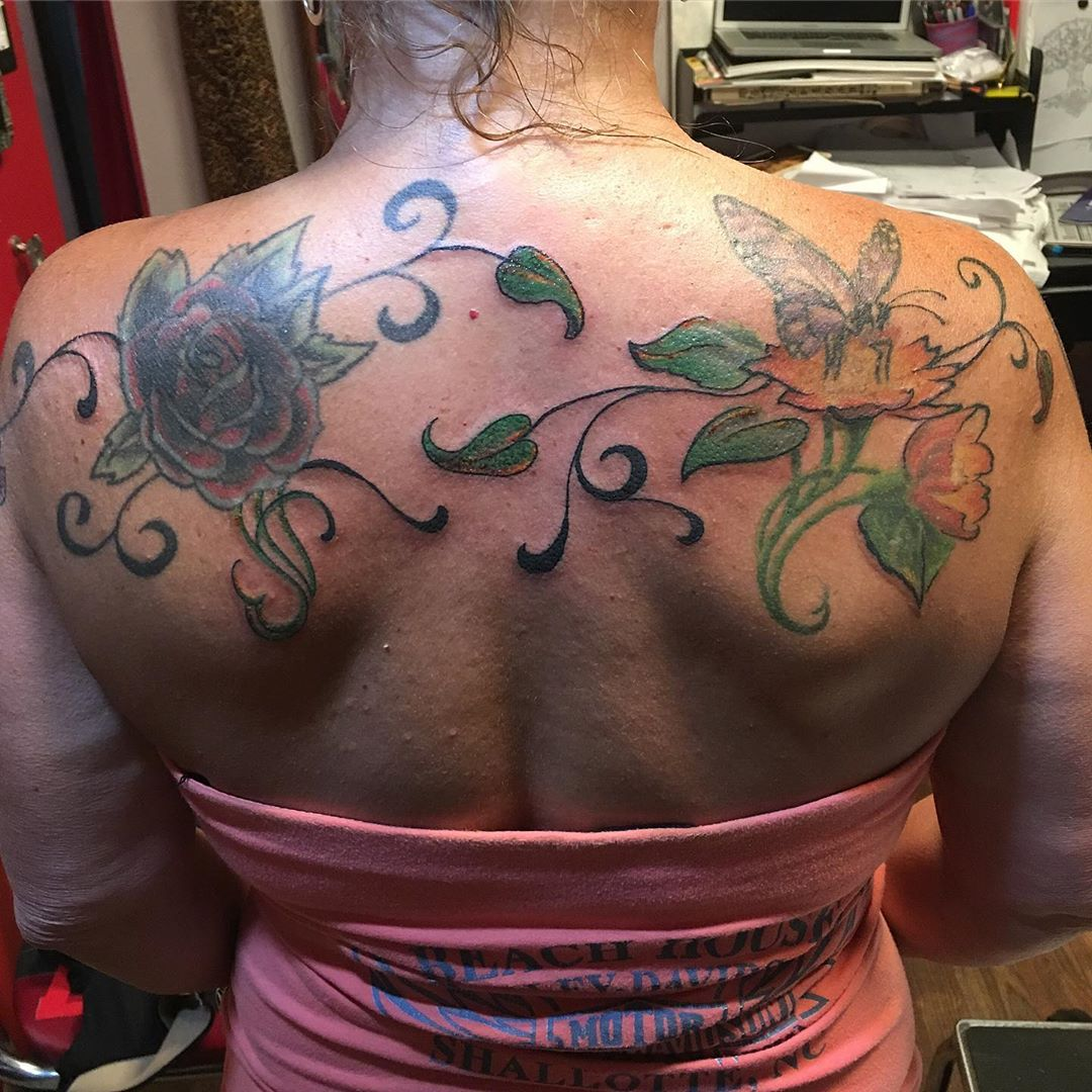 Joined everything up #addontattoo #oldtattoos #newtattoos #gowiththeflow #tattoobliss #backtattoo #drawiton #customtattoo #notmyflowers