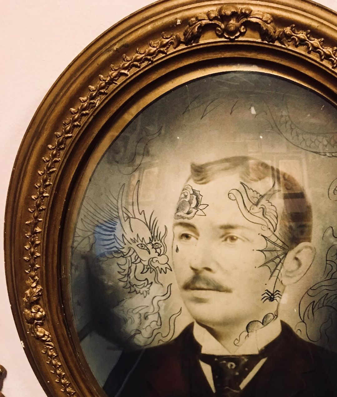 Oldey timey #tattooshop #tattooclassic #traditionaltattoos #makingart #grandpatattoo #vintageframe #vintagephoto #oldglass #pencildrawing #tattoobliss