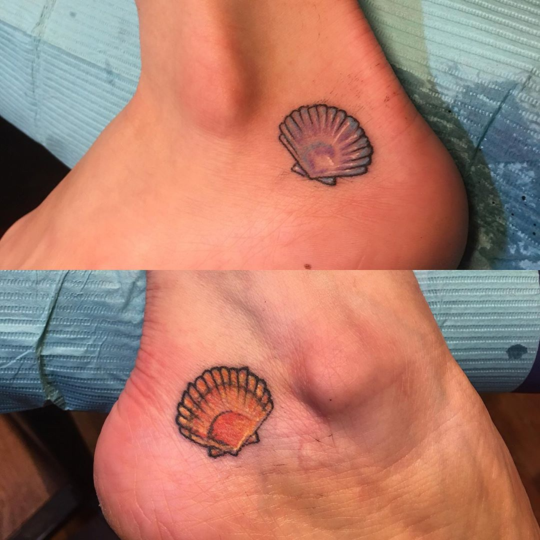Mom and daughter tattoos #tinytattoo #shelltattoo #momanddaughter #matchingtattoos